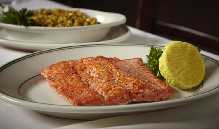 Platillos de salmon en Joe's Seafood, Prime Steak & Stone Crabs